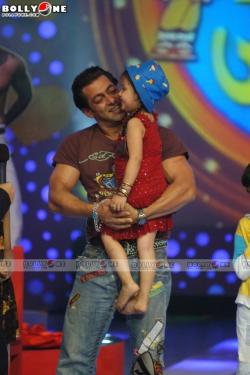 Salman Khan was the celebrity guest at the Chhote Ustaad. Chhote ...