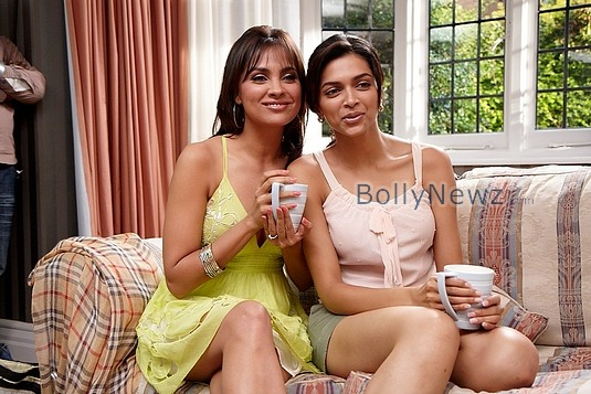 Photo of Lara Dutta & her friend  Deepika Padukone
