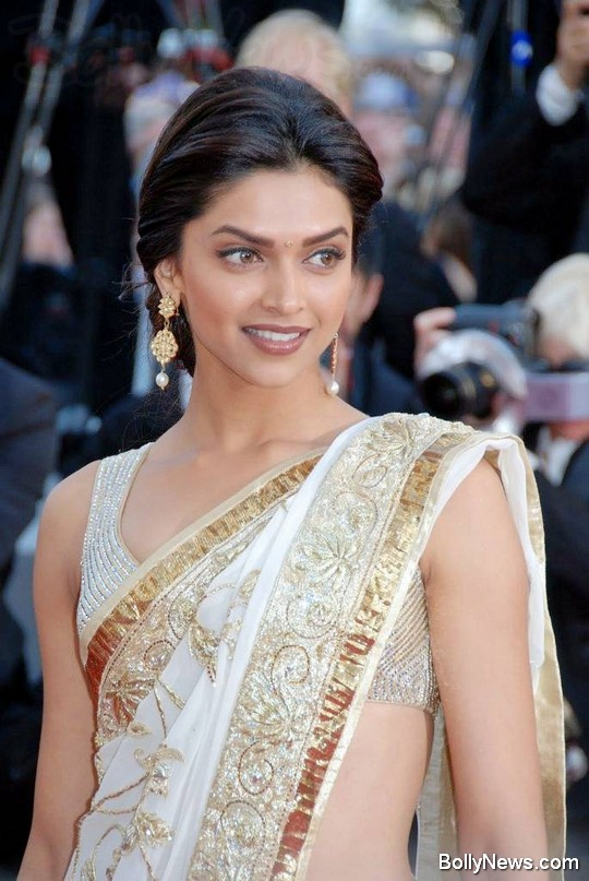 deepika padukone in sexy saree