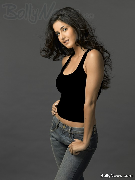 katrina kaif in black tshirt