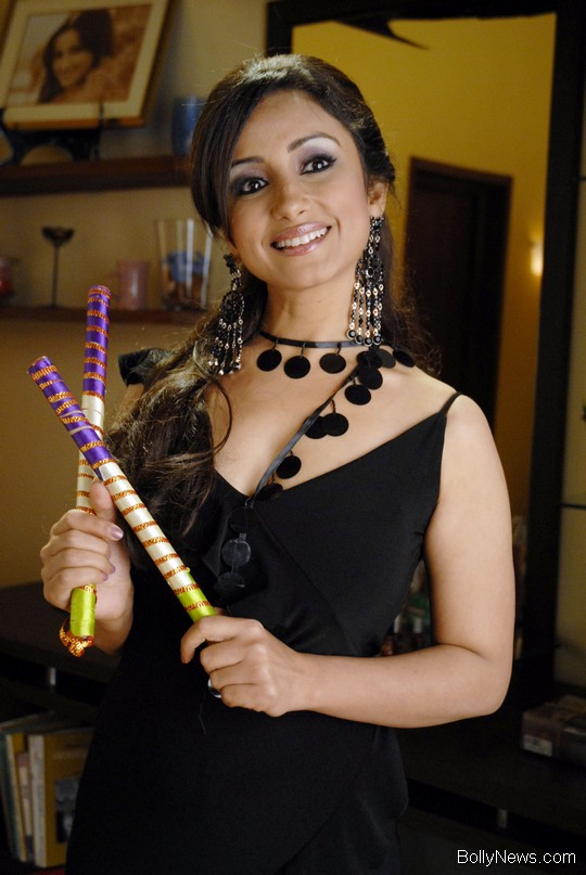 Divya Dutta in Hello Darling